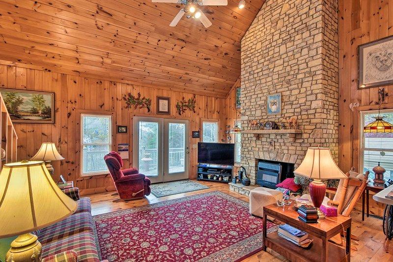Pet-Friendly Cozy Cabin with Views By Black Rock!, alquiler de vacaciones en Tiger