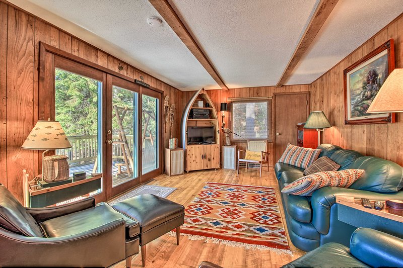 Waterfront Pet-Friendly Whitefish Lake Home w/Dock, holiday rental in Pine River