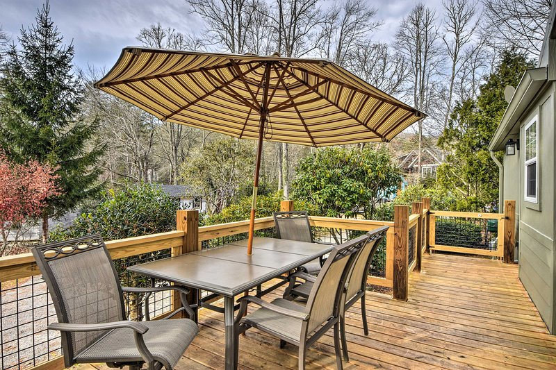 Cenare comodamente sul ponte con l'ombrello su o giù.
