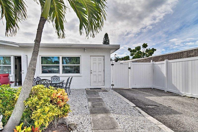 NEW! Executive Retreat, Walk to Holmes Beach/Shops, vacation rental in Holmes Beach