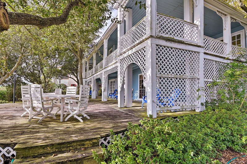 Pet-Friendly Historic 'Summer Home' on Trinity Bay, vacation rental in La Porte