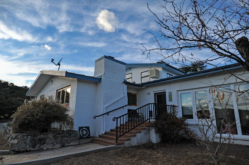 Heart and Wings Retreat Center: Tanager (master suite), vacation rental in Silver City