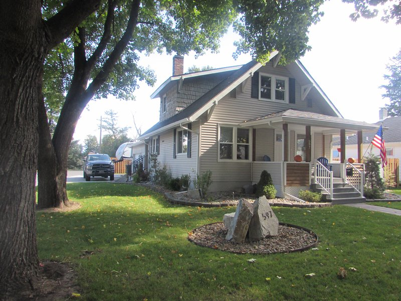 Charming Downtown 2 Bedroom Kalispell Cottage, alquiler de vacaciones en Kila