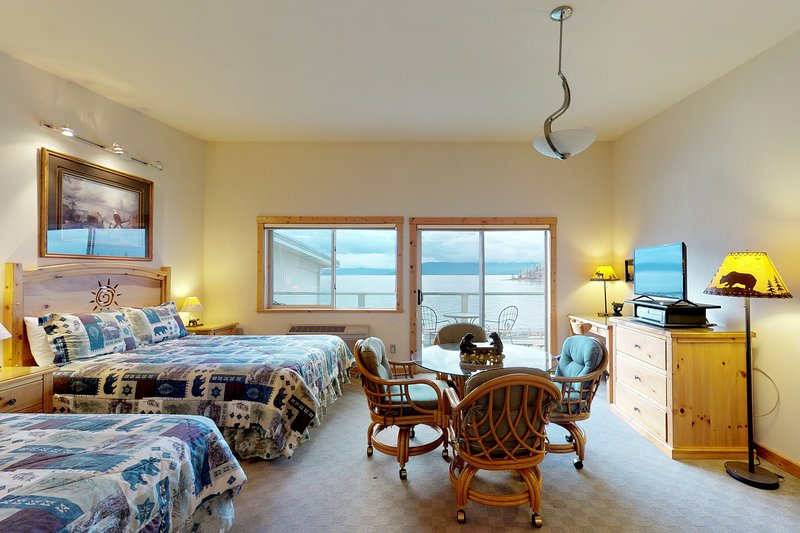 Lakefront studio w/ bay views from private balcony, shared dock & boat slip, vacation rental in Rollins