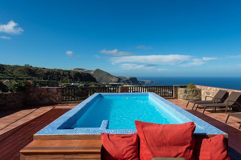 Villa Alba - Private Pool & Fantastic Views, holiday rental in Banaderos