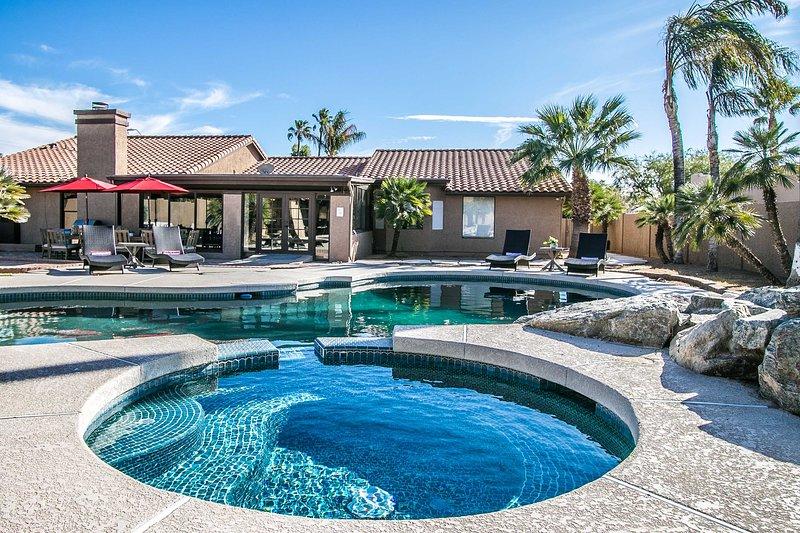 8 Bedroom Luxury Estate. Pool, Spa, Game Room – semesterbostad i Scottsdale