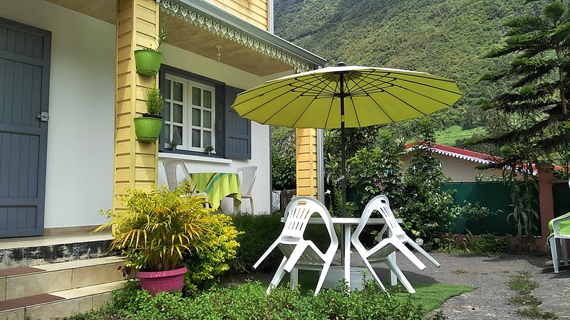 Beautiful house with mountain view, holiday rental in Hell-Bourg