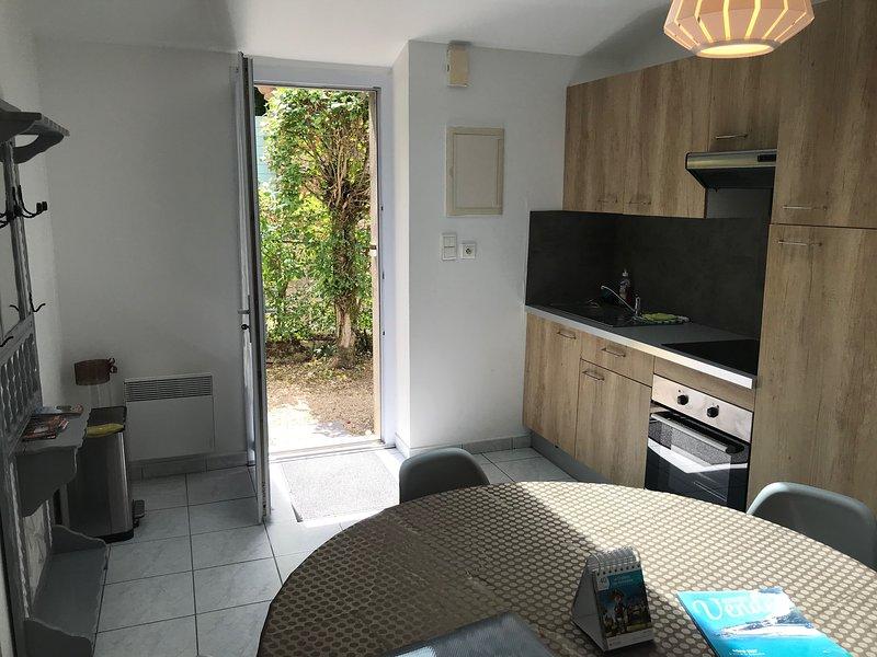GITE 3 POUR 4 PERSONNES AU SEIN DU DOMAINE DU CHATEAU DES TOURELLES EN VENDEE, holiday rental in Saint-Georges-de-Montaigu