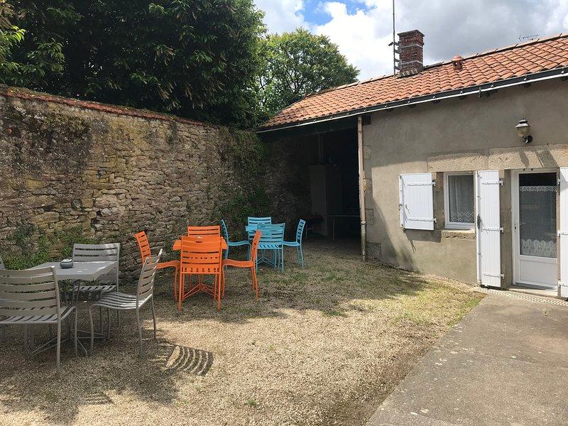 Beautiful house with garden, location de vacances à Les Herbiers