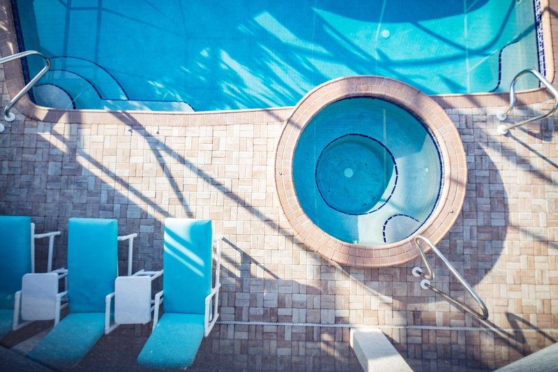 Vacanza Rentals - Villa Macallan pool area