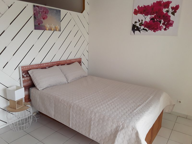 Studio Bougainvilliers Vue Mer idéal pour Couple!! NEW!! NEW!!, holiday rental in Bellevue