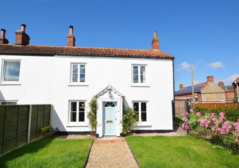 BackToFront Cottage, holiday rental in Itteringham