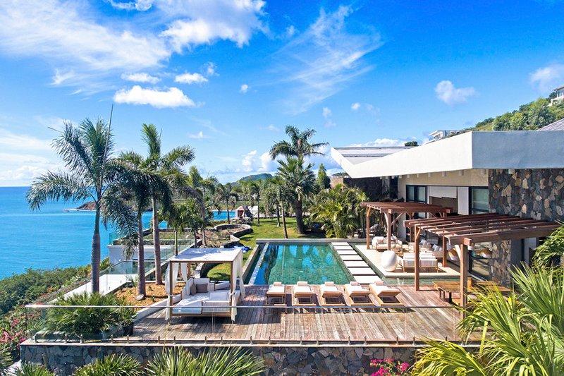 EMERAUDE...  Fabulous WOW villa! GORGEOUS, modern oceanfront villa in beautiful, holiday rental in Cole Bay