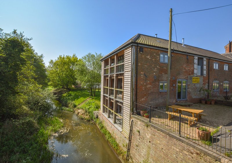 Canal Side, vacation rental in Bramerton