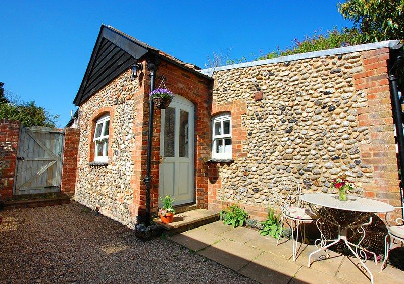Courtyard Cottage, vacation rental in Warham