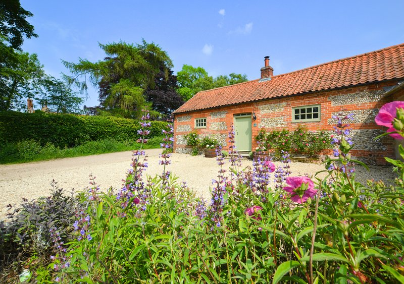 Dockings Cottage, holiday rental in Field Dalling