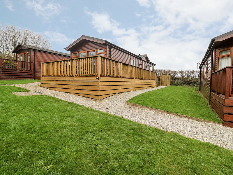 3 THE BEECHES, open-plan, rural holiday park, near Wadebridge, holiday rental in St. Mabyn