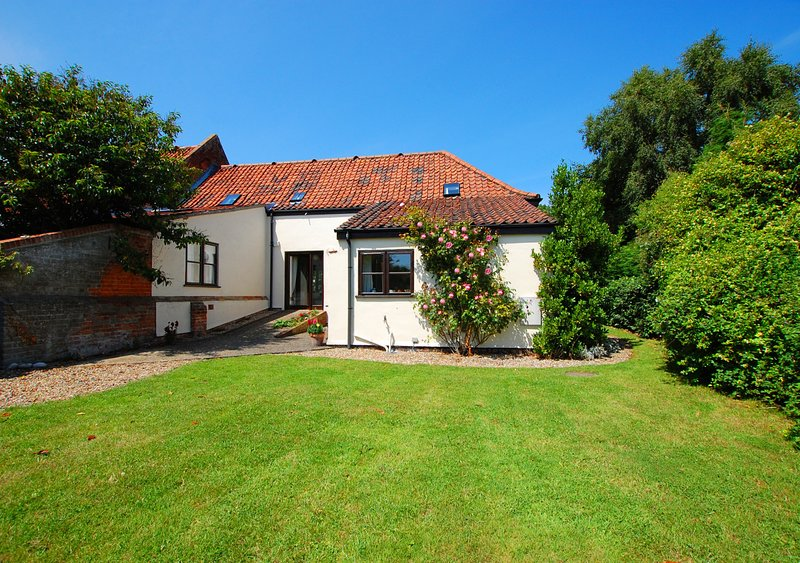 Leath Barn Cottage, holiday rental in Potter Heigham