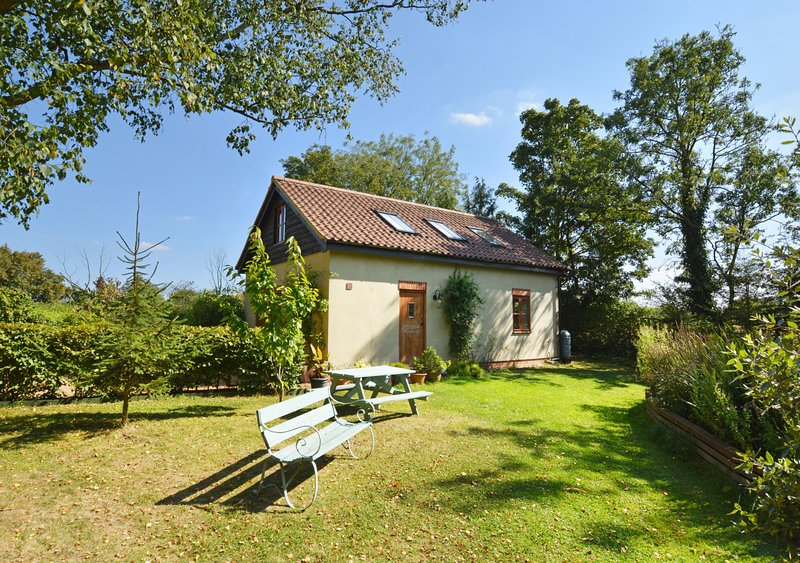 Moat House, holiday rental in Surlingham
