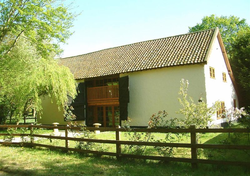 Rectory Barn, holiday rental in Forncett