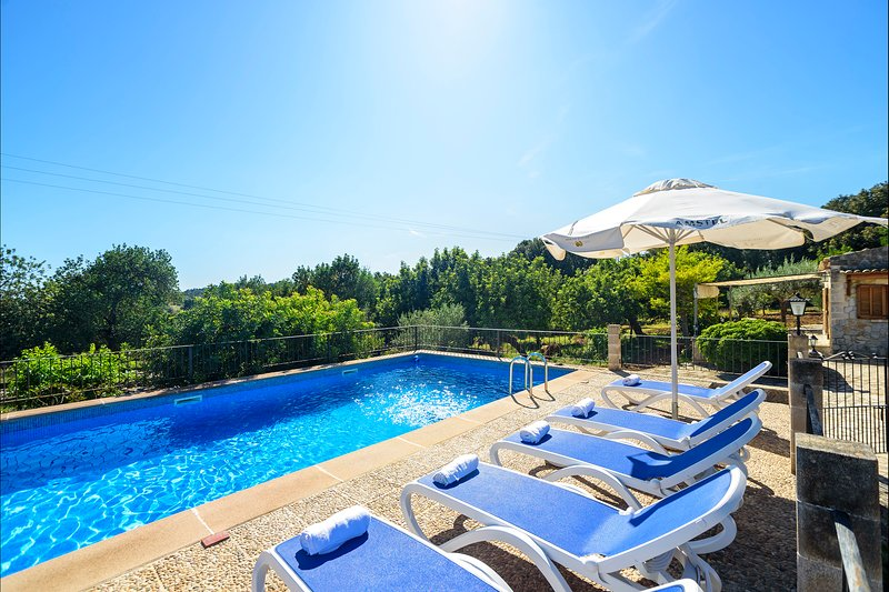 Campanet Villa Sleeps 6 with Pool Air Con and WiFi - 5821716, Ferienwohnung in Campanet