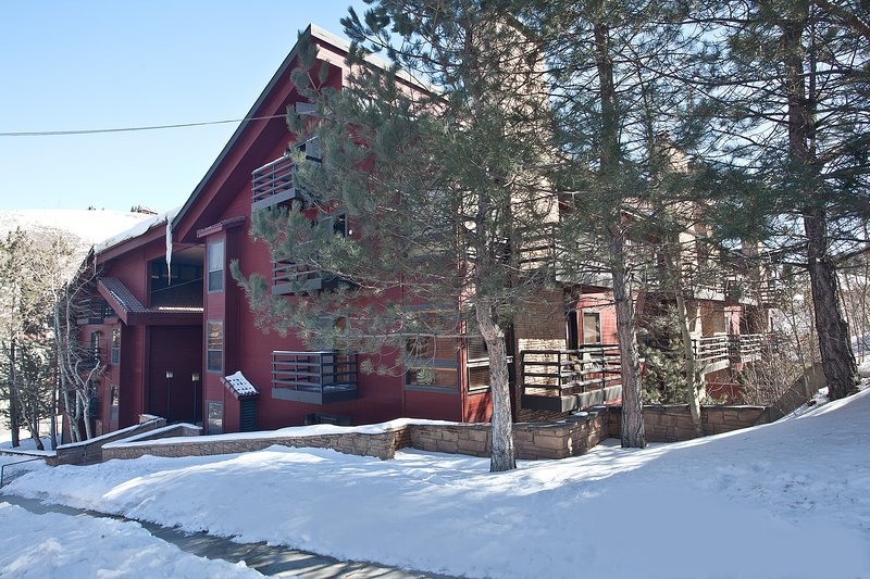 Downtown mountain condo w/shared hot tubs & prime location near the lift!, vacation rental in Park City