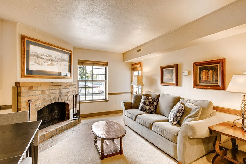 Walk-to-lift condo w/ wood fireplace & shared sauna - near shopping/dining! Chalet in Park City