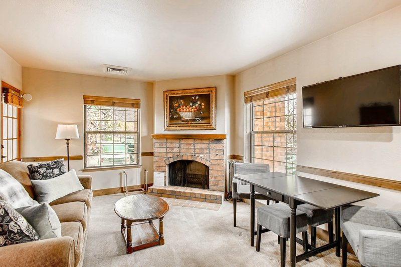 Walk to Main Street & Park City Mountain from this cozy condo w/ fireplace! Chalet in Park City