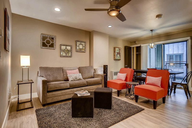 Beautiful downtown condo w/ modern accents, shared pool & hot tub!, vacation rental in Park City
