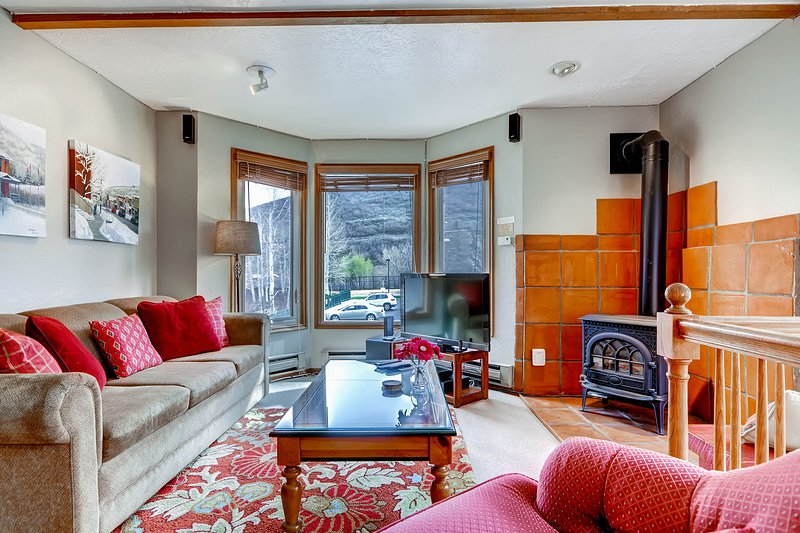 Delightful condo in close proximity to Park City Mountain w/ a shared hot tub! Chalet in Park City