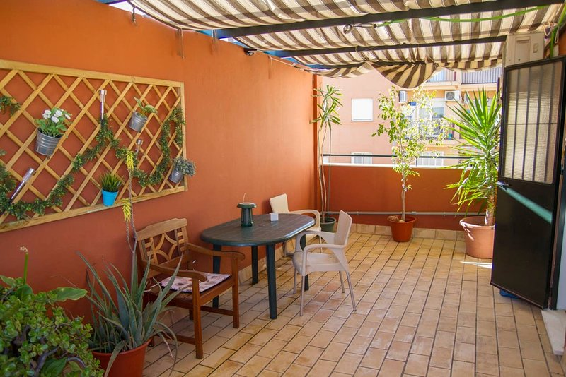 Nice apt with terrace & balcony, holiday rental in Alcala de Guadaira