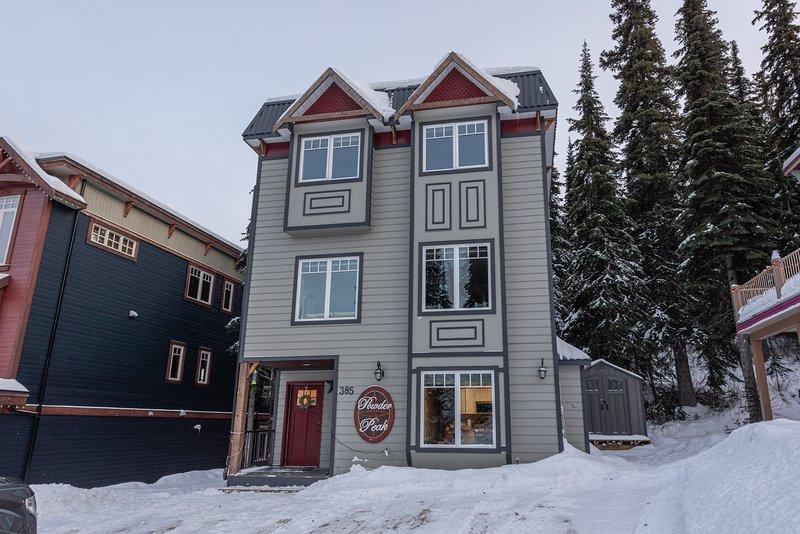 Schönes Haus mit vier Schlafzimmern, das komplett von oben nach unten erneuert wurde!