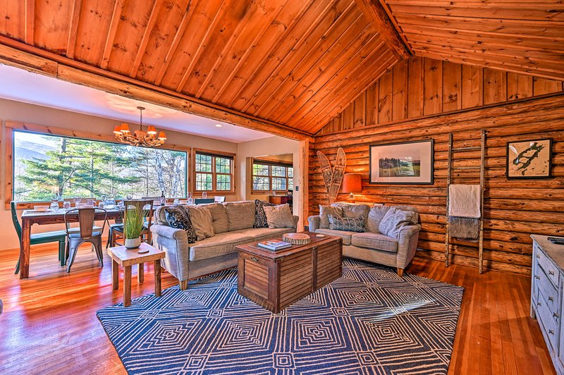 Up to 8 guests can enjoy this immaculate mountain lodge!