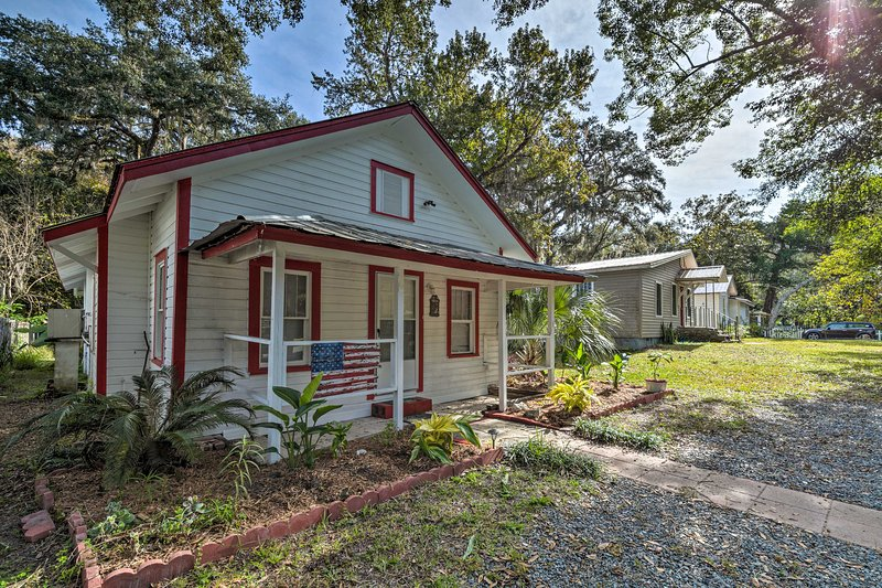 This home is located a few blocks from a boat ramp and the Withlacoochee River.