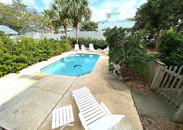 Sunday Cottage~ Private Pool **Now Allowing 3 Night Stays!, location de vacances à Destin
