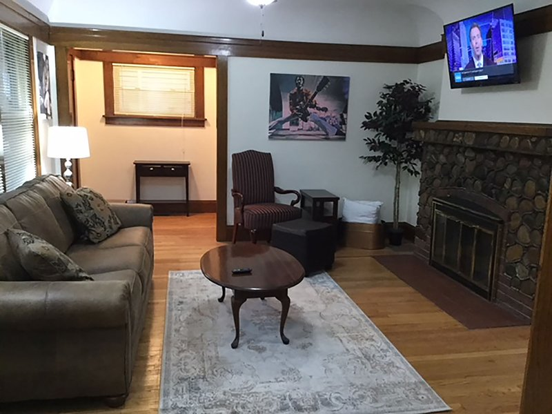 Hard Rock! Professionally Cleaned, Self Check In - Sleeps 15, holiday rental in Mount Pleasant