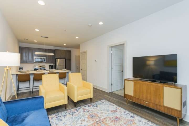 Artsy Inglewood Condo ~ East Nashville ~12 Minutes to Broadway and Downtown ~ Ki, holiday rental in Goodlettsville