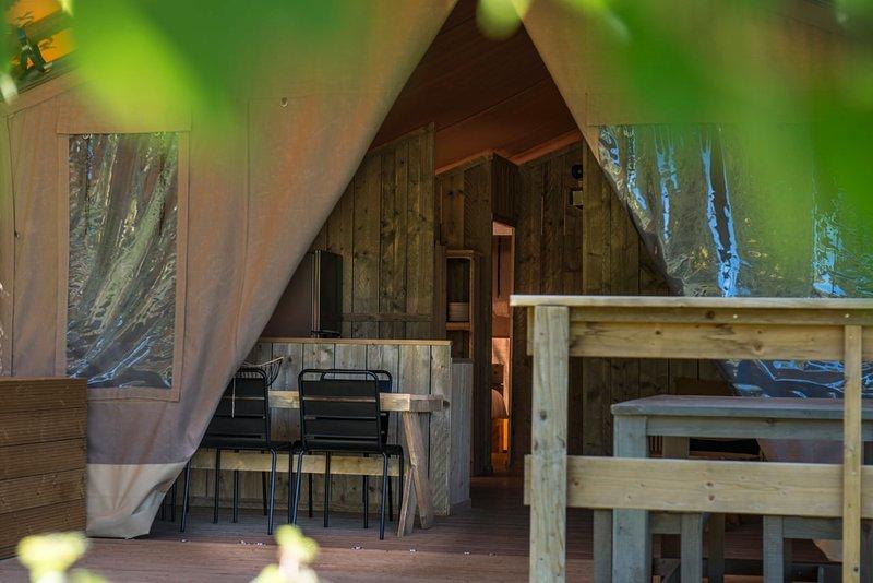 SEJOUR NATURE EN LODGE GRAND CONFORT - DOMAINE DE L'OSCLAYE EN PROVENCE, holiday rental in Montauban-sur-l'Ouveze