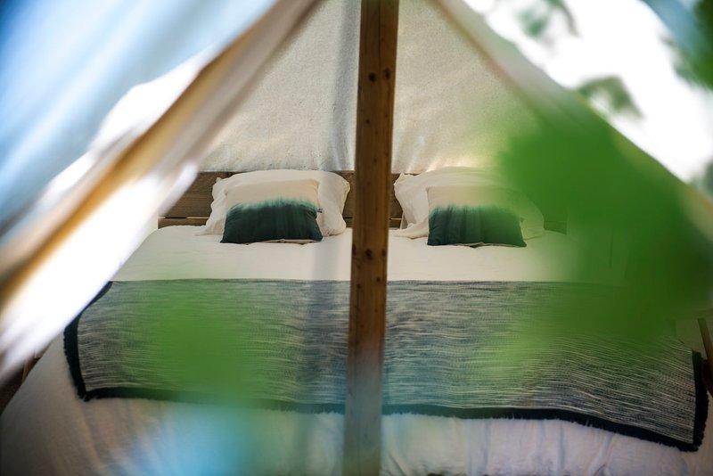 SEJOUR NATURE EN DUO OU EN SOLO TENTE LODGE - DOMAINE DE L'OSCLAYE EN PROVENCE, holiday rental in Montauban-sur-l'Ouveze
