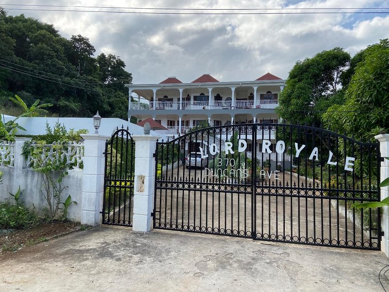 Lord Royale in Duncans Bay is the perfect villa for your long awaited vacation., vacation rental in Duncans