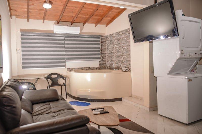 1 Bedroom Hot Tub AC lleras  wifi 303, location de vacances à Medellin