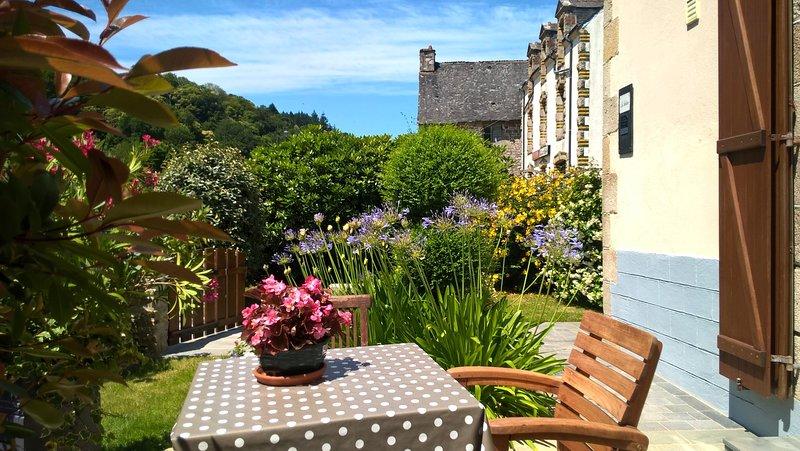 Romantic riverside accommodation near Pontivy, alquiler de vacaciones en Noyal Pontivy