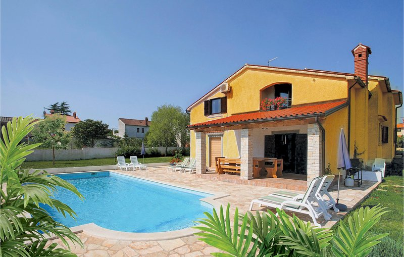 Awesome home in Pula with WiFi and 4 Bedrooms (CIL822), holiday rental in Muntic