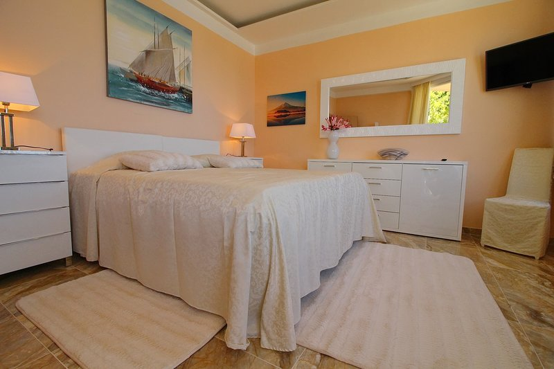 Pansion Villa Antonio - Two Bedroom Suite Family no.17, holiday rental in Podobuce