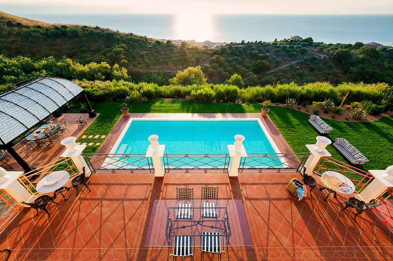 Catute Villa Sleeps 10 with Pool and Air Con - 5821656, vacation rental in Naso
