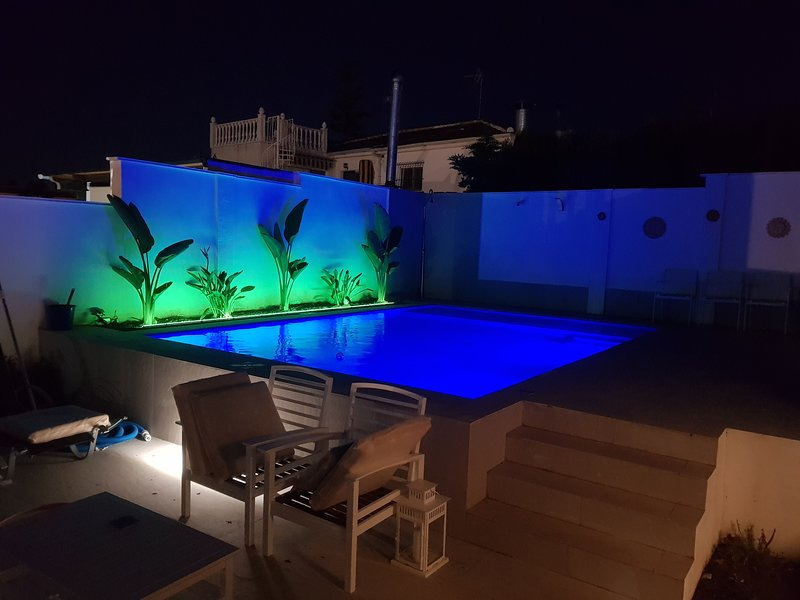 Lovely bungalow for four close to beach and city in Torrevieja, holiday rental in La Florida