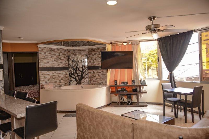 2 Bedroom AC, Hot tub, Modern LLeras APT 201, alquiler de vacaciones en Medellín