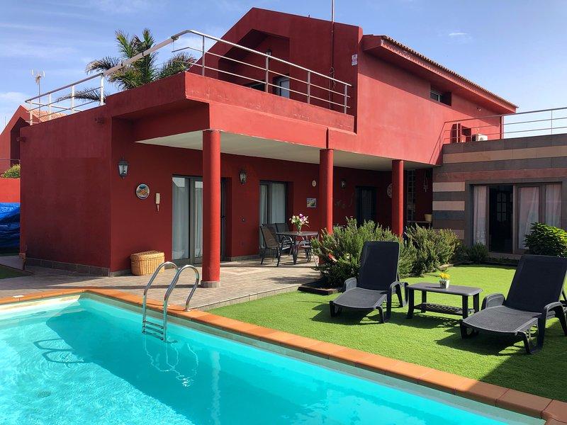 Fantástica villa con piscina privada en Gran Canaria, aluguéis de temporada em Telde