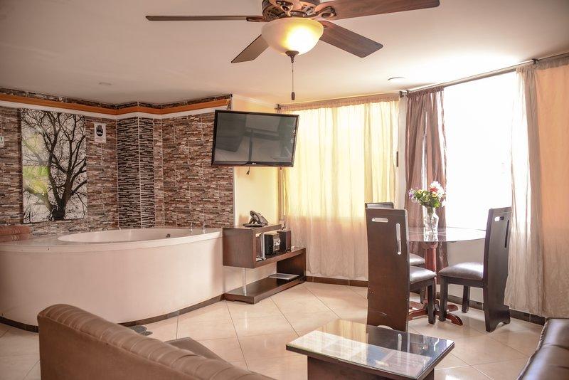 2 BEDROOM HOT TUB, AC CLOSE 301, vacation rental in Medellin
