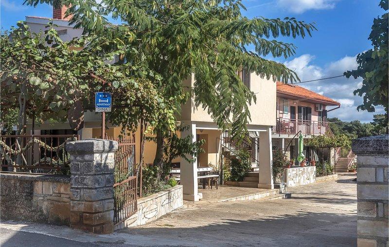 Beautiful home in Valtura w/ 1 Bedrooms (CIC137), location de vacances à Valtura